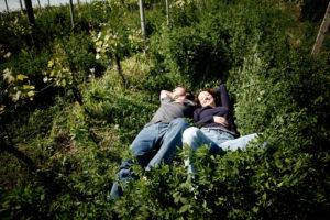 Eugenio Bocchino e la moglie nelle vigne